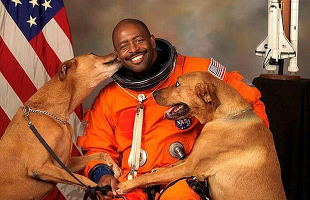 Nasa astronaut's official photo with 2 dogs